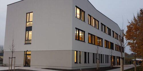 Pflegeschule AGP Im Herbstlicht 1 768x768